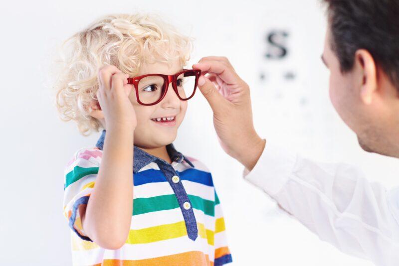 Dečiji oftamolog otkriva da li je širenje zenica kod deteta štetno po zdravlje