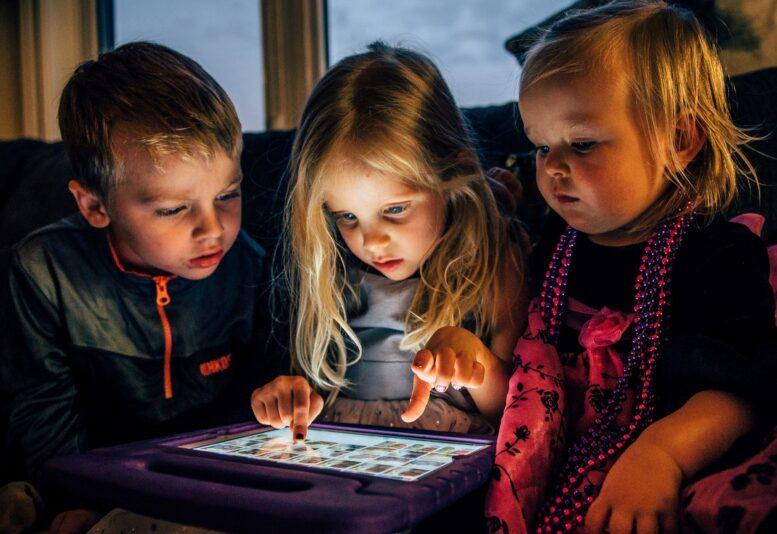 Preporuke APP za upotrebu uređaja kod dece: 3-6-9-12 pravilo